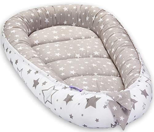 Grand Baby-Nest Cocon pour bébé Réducteur de lit bébé de 0 à 8 mois Réversible Nid Pod Cocoon 100% Coton 90cm x 50cm (Grey with Big and small Stars) gris blanc grandes petites étoiles