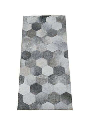 Tappeto pelle di mucca modello patchwork. Misure: 68x140 cms. Realizzato
