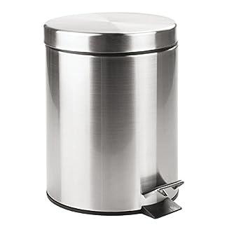 mDesign Cubo de basura con tapa y pedal – Moderna papelera de baño de acero inoxidable con recipiente interior extraíble – Capacidad: 5 litros – Plateado con acabado satinado