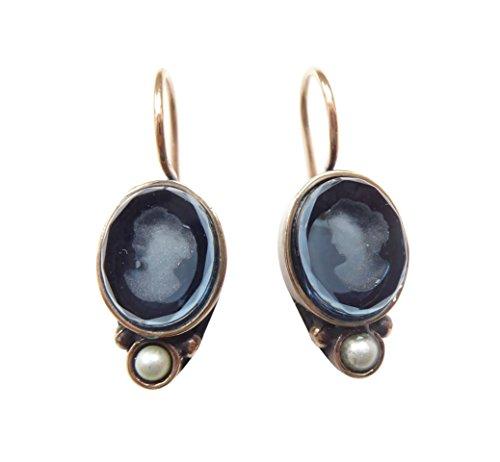 Dunkel-blaue Gemmen-Ohrringe Ohrhänger kleine ovale Glas-Gemme Süßwasser-Perle Haken verschließbar Bronze Handarbeit Designer EXTASIA
