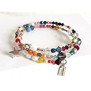 Armband gewickelt mit vielen edlen hochwertigen funkelnden Glasperlen in verschiedenen Größen, Formen und Farben. Das Armband ist trotz Buntheit filigran und edel. Die Perlen haben tollen Schimmer und sind auf Memorywire gearbeitet mit süßen Anhängern