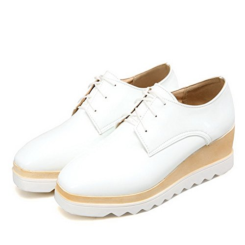AllhqFashion Femme Lacet à Talon Correct Verni Couleur Unie Carré Fermeture D'Orteil Chaussures Légeres Blanc