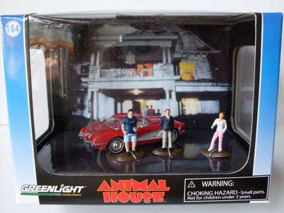 diorama-animal-house-chevrolet-corvette-1965-und-drei-figuren-164