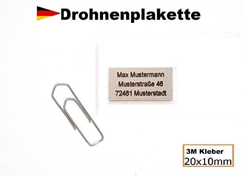 """Preisvergleich Produktbild Micro Drohnenkennzeichen Plakette Aluminium alu silber 20x10mm mit hochwertiger Lasergravur inkl. stark haftendem Klebestreifen """"Drohnen-kennzeichen"""" Adressschild Modellflug Kennzeichen Kennzeichnungspflicht"""