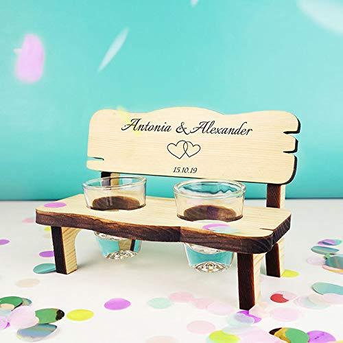 bank mit Herzen personalisiert mit Namen - Geschenk zur Hochzeit für Brautpaar mit Gläsern ()