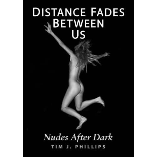 Distance Fades Between Us: Nudes After Dark (English, French and German Edition) by Tim J. Phillips (2007-11-26)