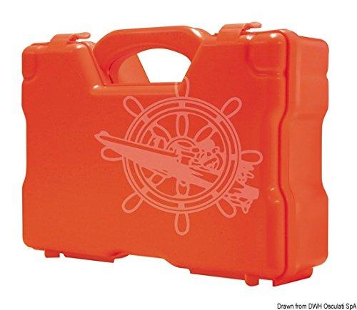 Adatta per imbarcazioni da diporto e per piccola pesca entro 12 miglia.E' una cassetta a tenuta stagna, misure: 25,2x20,5x8,7 cm.Contenuto:- Q.tà 6 garza 18x40 sterile singola;- Q.tà 1 flac.disinfettante ml.250 PMC;- Q.tà 4 benda Cambric m 4x5 cm;- Q...