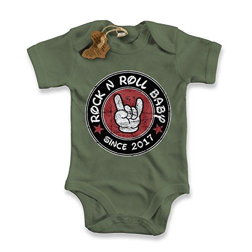 net-shirts Organic Baby Body mit ROCK N ROLL BABY Aufdruck Spruch lustig Strampler Babybekleidung aus Bio-Baumwolle mit Zertifikat, Größe 3-6 Monate, oliv