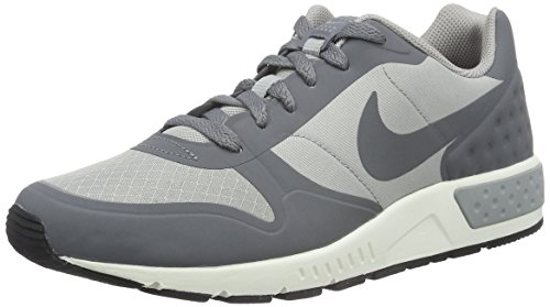 Nike Nightgazer Lw, Scarpe da Ginnastica Uomo, Grigio (Matte Silver/Cool Grey/Sail), 43 EU