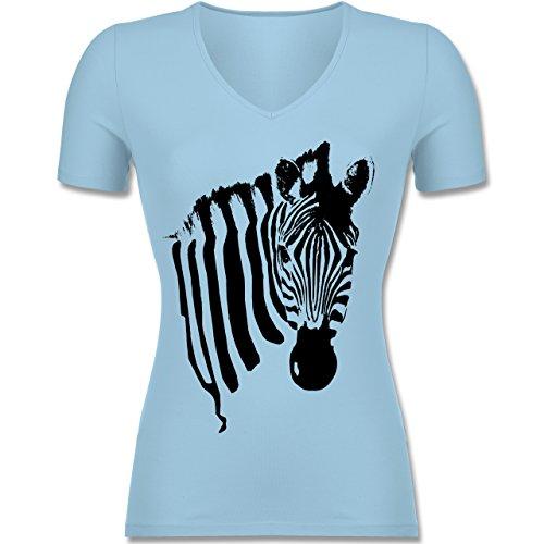 Shirtracer Wildnis - Zebra - Tailliertes T-Shirt mit V-Ausschnitt für Frauen Hellblau