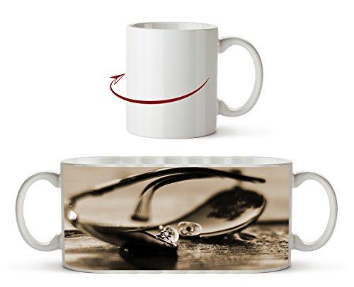 edle Sonnenbrille Effekt: Sepia als Motivetasse 300ml, aus Keramik weiß, wunderbar als Geschenkidee oder ihre neue Lieblingstasse.