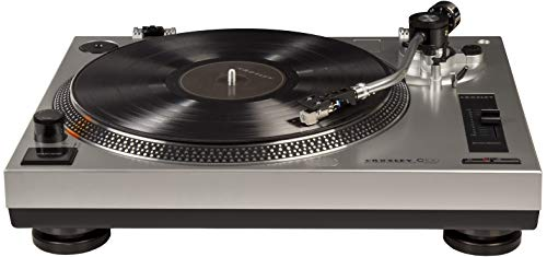 Crosley C100 Plattenspieler aus Vinyl mit Einstellbarer Tonhöhenregelung und eingebautem Vorverstärker, silberfarben
