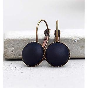 Basic Ohrringe mit matt, schwarzen Schmuckstein