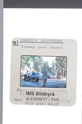 slides-photo-of-tommy-lee-jones-in-a-scene-from-a-1999-american-adventure-crime-thriller-film-double