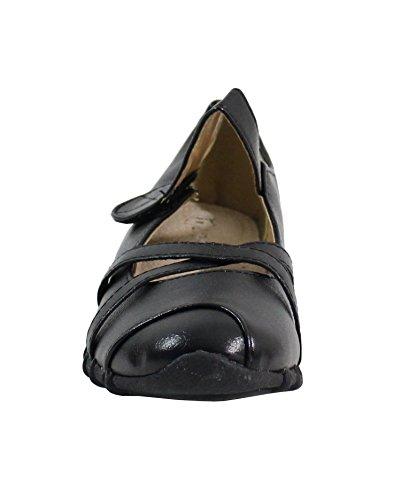 Par Des Chaussures, Des Sandales Noires Des Femmes