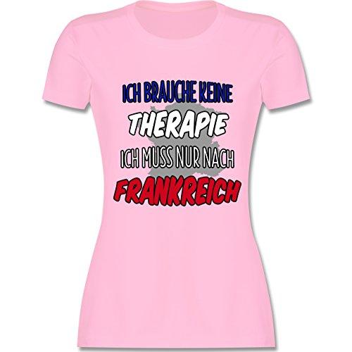 Shirtracer Länder - Ich Brauche Keine Therapie Ich muss Nur Nach Frankreich - Damen T-Shirt Rundhals Rosa