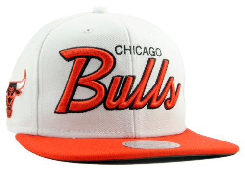Mitchell & Ness - Casquette Snapback Homme Chicago Bulls Throwback All White