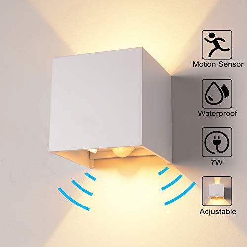 Wandleuchte Bewegungsmelder Aussen/Innen LED Wandbeleuchtung, 7W Warmes Licht Wasserdicht Verstellbare Walllampe, Wandleuchte Sensor für Garten/Flur/Weg Veranda hell-Warm (Weiß) - 277v Lampen