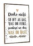 GRAVURZEILE Holzschild mit Spruch - Denke nicht so oft an das was Dir fehlt - Moderne Kunstdrucke auf Holz - Wand Dekoration im Vintage-Look Kunstdruck für Familie Freunde in Küche Home & Co
