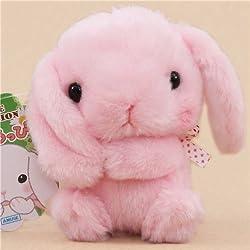 Lindo muñeco de peluche conejito rosa sujetando una oreja lazo blanco de Japón