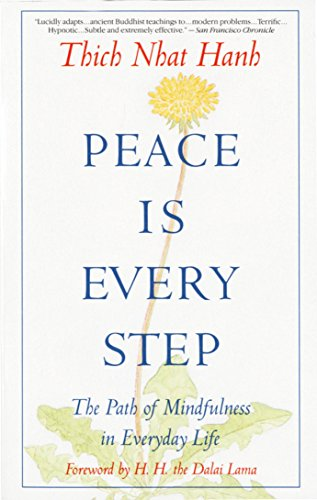 Peace is Every Step: The Path of Mindfulness in Everyday Life por Thich Nhat Hanh