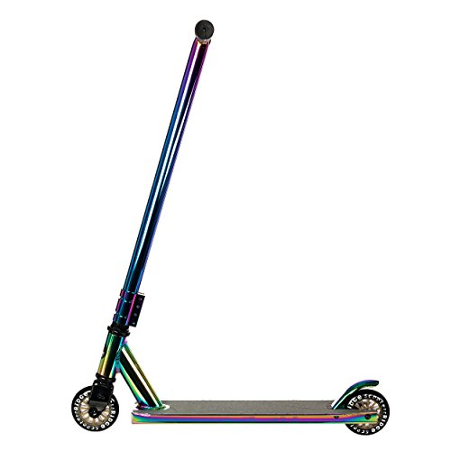 This stunt scooter ticks in all the right boxes with an extra wide deck, quad clamp system, reinforced steel fork, aluminium handle bar, and rubber handle bar grips. Won't blow your budget either.