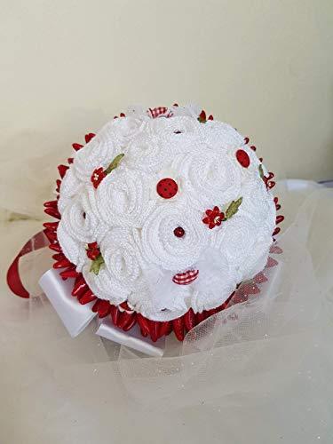 Laurea fiori artificiali handmade portafedi bouquet sposa promessa di matrimonio, composto da roselline a crochet, arricchito di nastri in raso e pizzi