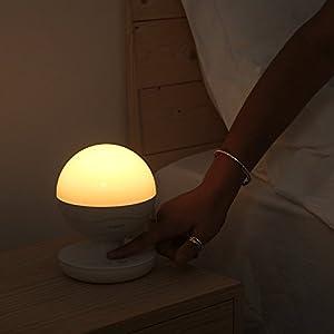AUKEY Lampe de Chevet Rechargeable avec Contrôle Tactile, LED Lumière Douce Protection des Yeux, Couleur et Luminosité Réglables, Veilleuse de Nuit Portable et Suspendue pour la Maison, le Camping
