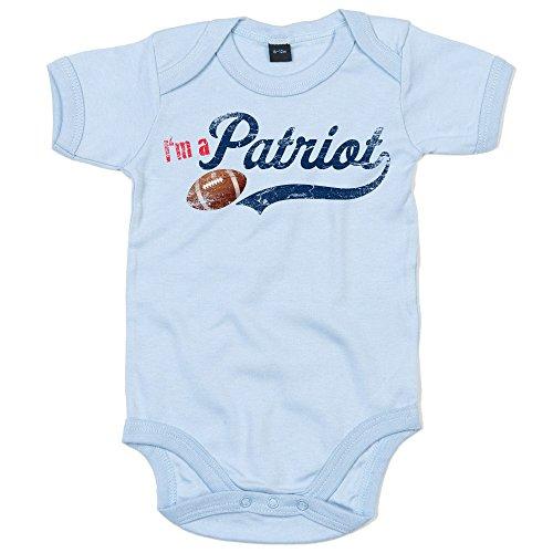Shirt Happenz I'm a Patriot #1 Baby-Strampler American Football Bodysuit Pats Super Bowl Babybody Oeko-Tex, Farbe:Babyblau (Dusty Blue BZ10);Größe:12-18 Monate