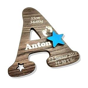 Buchstabe in Holzoptik personalisiert mit den Geburtsdaten des Kindes. Einzigartige Kinderzimmerdekoration. Tolles Geburtsgeschenk oder Taufgeschenk