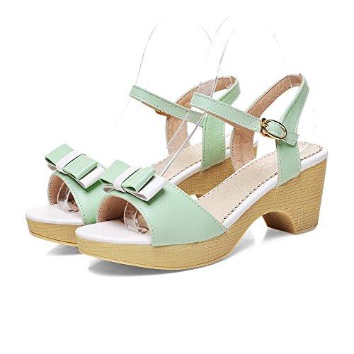 AllhqFashion Damen Pu Leder Gemischte Farbe Schnalle Offener Zehe Mittler Absatz Sandalen Grün