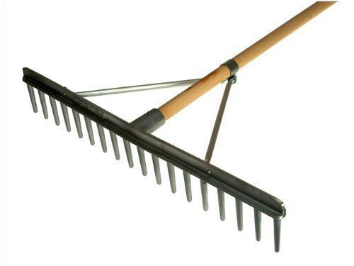 Featuring a 27 inch cast aluminium head and 72 inch wooden shaft, this gravel rake has a rustic feel and will be easy to use. It's blunted teeth are widely spaced to rake through large pieces of debris, while its braced head is an added bonus. The product is reasonably priced and will last long if looked after