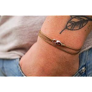 Dezentes Armband für Herren – edles Wickelarmband für Männer Minimalistisch – stufenlos verstellbar mit Karabiner-Haken Silber (Coyote)