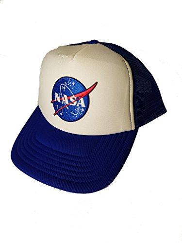 Un camionero Snapback vintage con un parche bordado aplicado de alta calidad del logotipo de la insignia de la NASA. 100% con licencia INSTRUCCIONES DE CUIDADO Sponge Clean Only.Patch Fabricado por Toykoshi bajo licencia