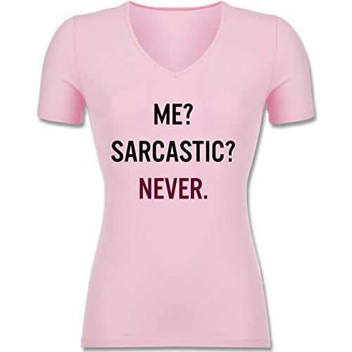 Statement Shirts - Me? Sarcastic ? Never - Tailliertes T-Shirt mit V-Ausschnitt für Frauen Rosa