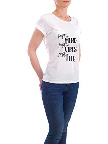 "Design T-Shirt Frauen Earth Positive ""Positive Minds"" - stylisches Shirt Typografie von Melanie Clarke Weiß"