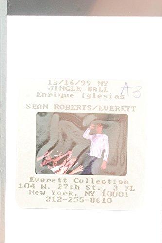 slides-photo-of-enrique-iglesias-performing-at-new-york-1999