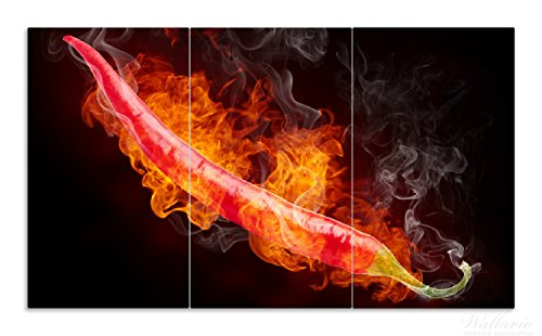 Den Heißen Herd (Wallario Herdabdeckplatte / Spritzschutz aus Glas, 3-teilig, 90x52cm, für Ceran- und Induktionsherde, Heiße, brennende Chili-Schote vor schwarzem Hintergrund)