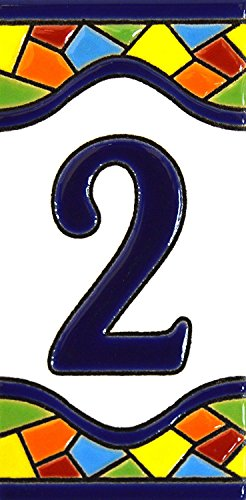 """Numéro maison. Écriteaux avec numéros et lettres. Carreaux de céramique polychromée, peints à la main dans technique corde sèche (cuerda seca) pour plaques avec numéros, noms, directions et signalisation. Un texte personnalisable. Dessin MOSAICO MEDIANO 10,9 cm x 5,4 cm. (NUMÉRO DEUX """"2"""")"""