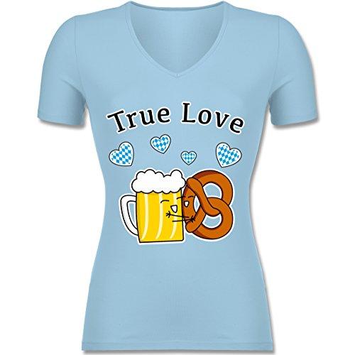 Oktoberfest Damen - True Love- Bier und Breze - Tailliertes T-Shirt mit V-Ausschnitt für Frauen Hellblau