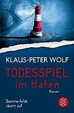 """Er ist charmant. Er ist intelligent. Und er kann töten. """"Todesspiel im Hafen"""" ist der dritte Band mit Dr. Bernhard Sommerfeldt von Nummer-1-Bestseller-Autor Klaus-Peter Wolf.""""Nur, wer sich selbst aufgibt, ist verloren. Man kann im Leben verdammt tief..."""