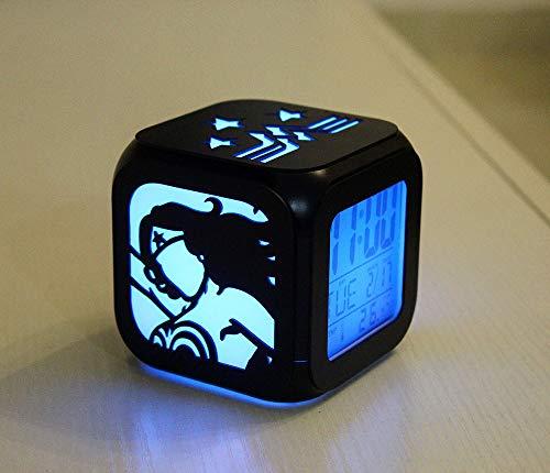 xiaomomo521 Wonder Woman Reloj Despertador Estereoscópico 3D, Led Pequeña Luz Nocturna, Cama De Campana Electrónica Primera Hora 8.8cm Carcasa Negra Caja de la batería