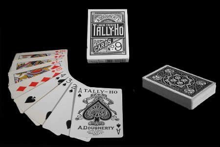 cards-tally-ho-fan-back-black-trick