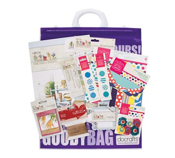 scrapbook-papierset-bastelset-gluckwunsch-feststagskarte-wimpelkette-goody-bag