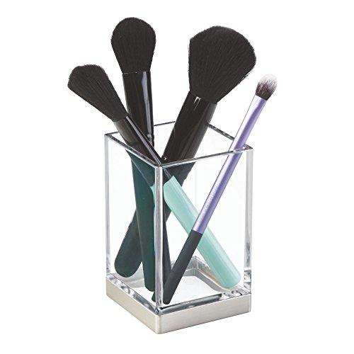 iDesign Zahnputzbecher, kleiner Badezimmer Becher aus Kunststoff, Badaccessoire zur Zahnpflege- oder Kosmetikaufbewahrung, durchsichtig und mattsilberfarben -