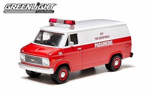 Green Light 1/64 1977 Chevrolet G20 Paramedic Van
