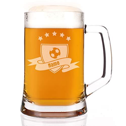 Herz & Heim® Bierkrug mit Gravur des Namens für Feuerwehrmänner, Jäger, Fußballer, Biker und Angler Fußball