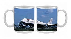 Photo Mug de la détacher des Boeing 747–400 British Airways au décollage à l'aéroport de Gatwick UK