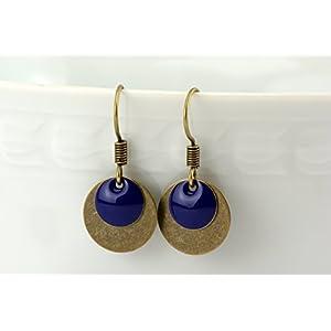 feine Messing Ohrringe mit schlichtem runden Emaille Anhänger in blau