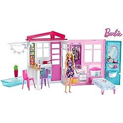 Barbie Mobilier coffret maison de plain-pied à emporter avec piscine, accessoires et une poupée incluse, jouet pour enfant, FXG55
